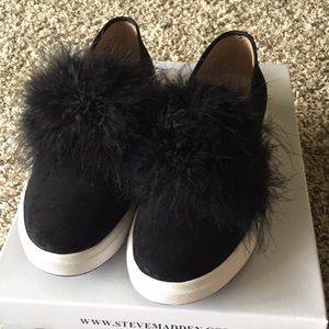 Steve Madden slide of feathered shoes.